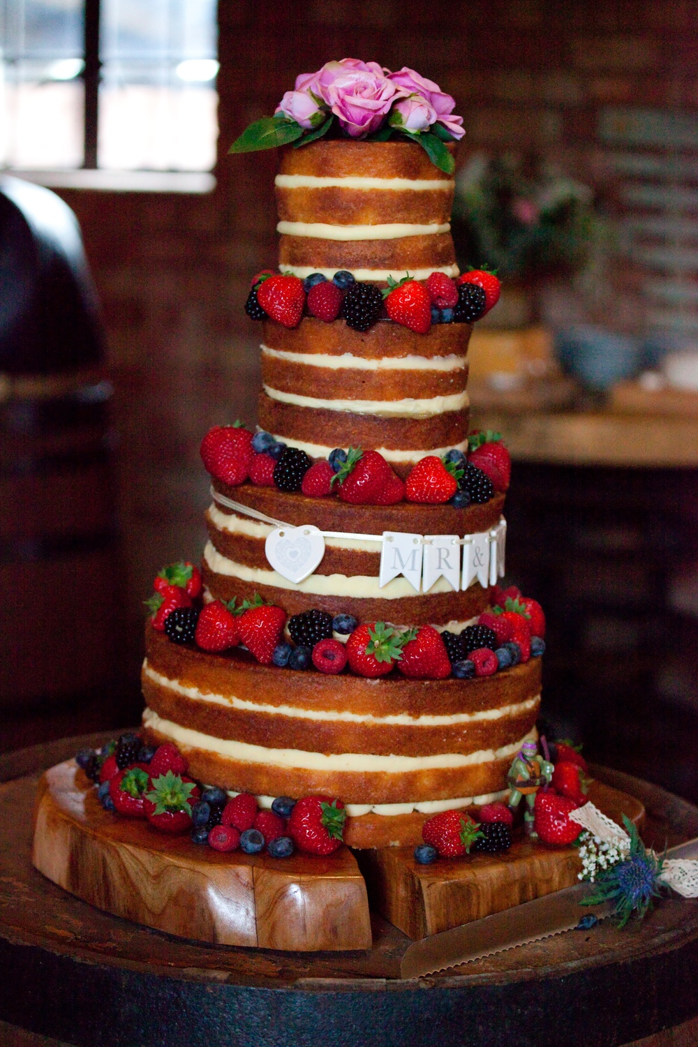 wedding cake suppliers gloucestershire a gloucestershire wedding at the barn with beautiful 25827