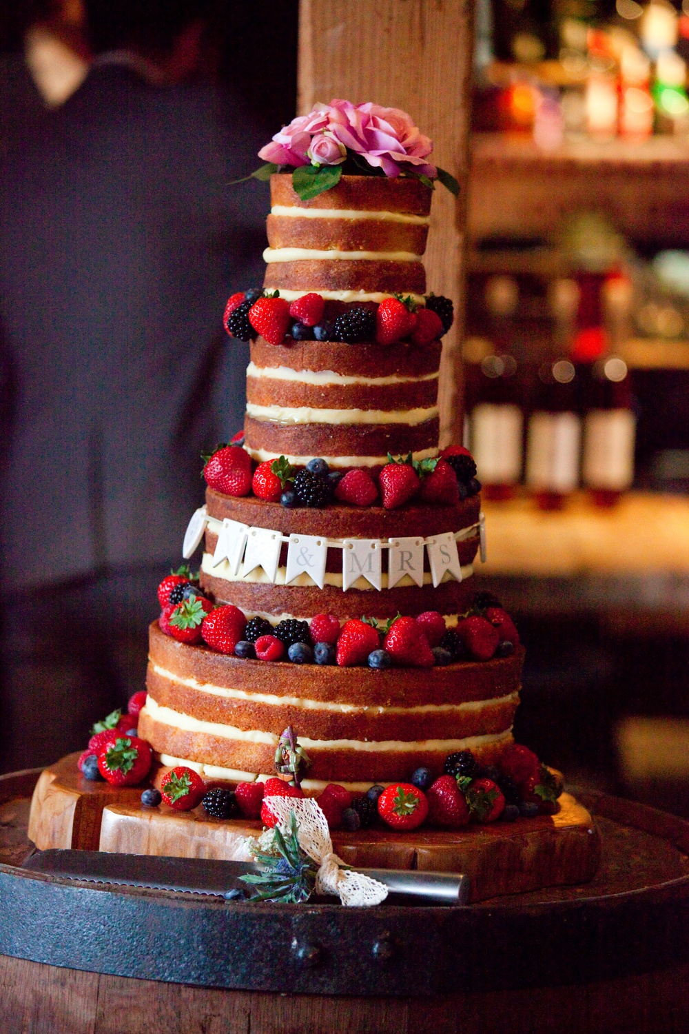 wedding cake stand hire gloucestershire a gloucestershire wedding at the barn with beautiful 25620